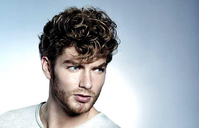 Taglio capelli uomo con permanente